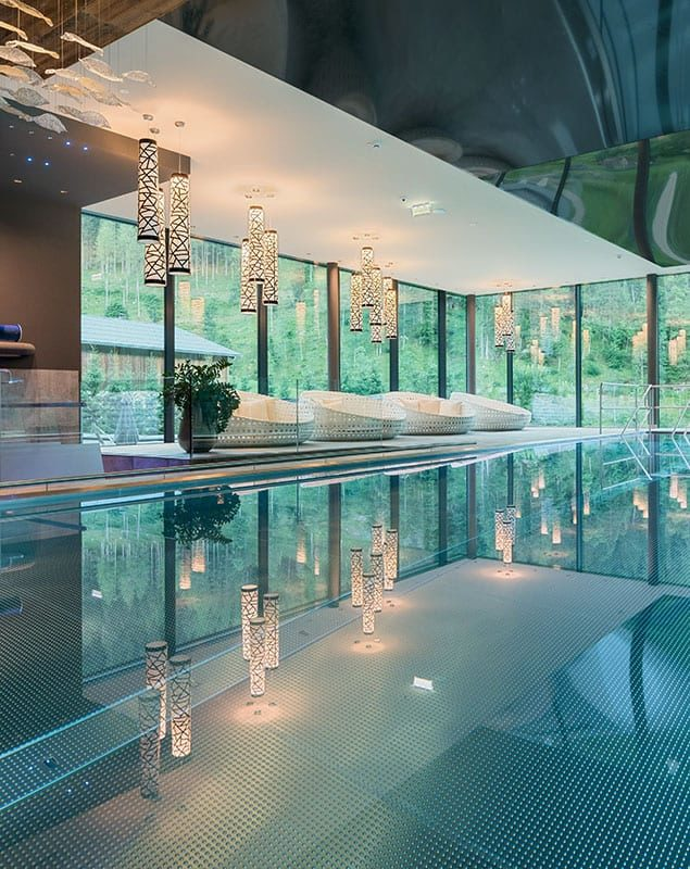 Hotel mit Pool, Indoor Infinity Panorama Pool