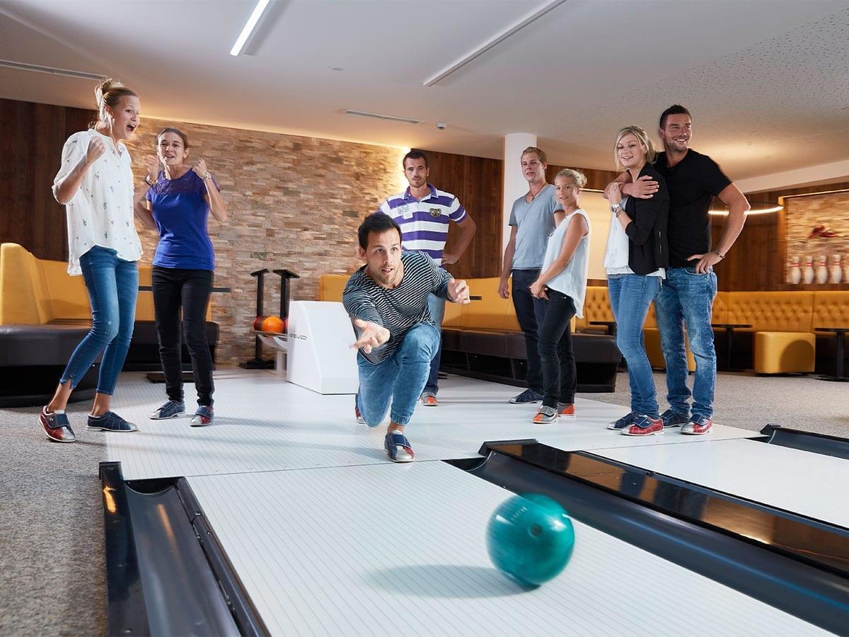 Hoteleigene Familien-Bowlingbahn